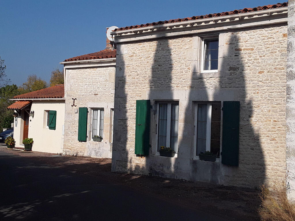 Vente Maison 7 Pièces La Bretonnière-La-Claye (85320) : À Vendre 7 Pièces /  T7 155 M² 252 000€ La Bretonnière-La-Claye avec Piscine La Bretonnière