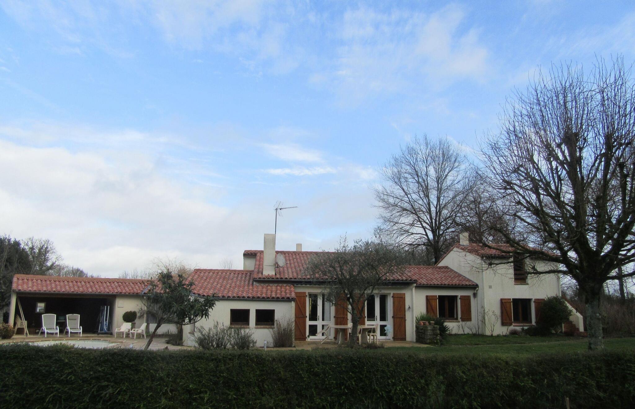 Vente Maison 8 Pièces Bressuire (79300) : À Vendre 8 Pièces / T8 145 M² 259  500€ Bressuire dedans Piscine Bressuire