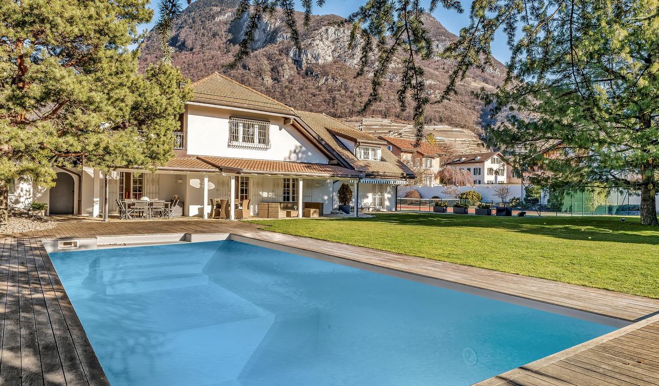 Vente Maison De Luxe Aigle   4 277 000 €   600 M² pour Piscine L Aigle
