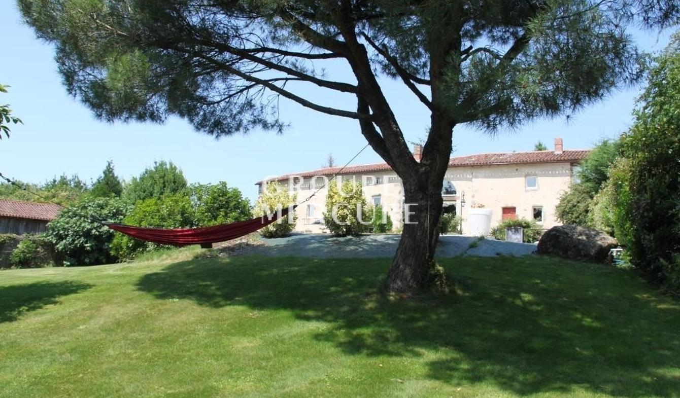 Vente Maison De Luxe Bressuire | 455 800 € | 280 M² intérieur Piscine Bressuire