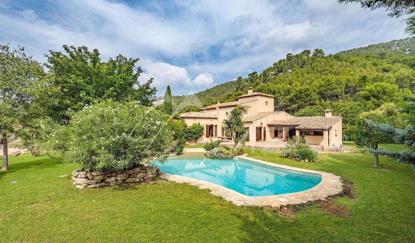 Vente Maison De Luxe Gemenos   1 180 000 €   285 M² destiné Piscine De Gemenos