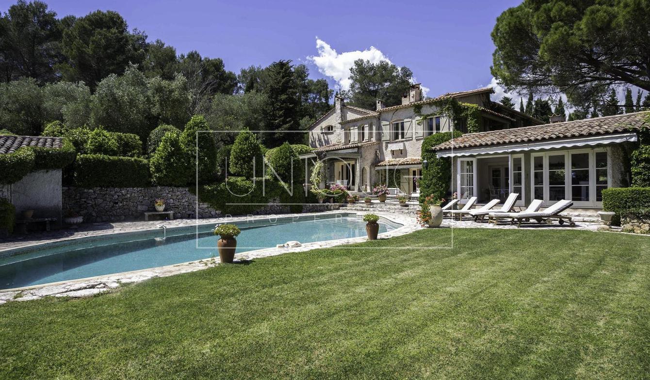 Vente Maison De Luxe Grasse   2 590 000 €   730 M² encequiconcerne Piscine Grasse