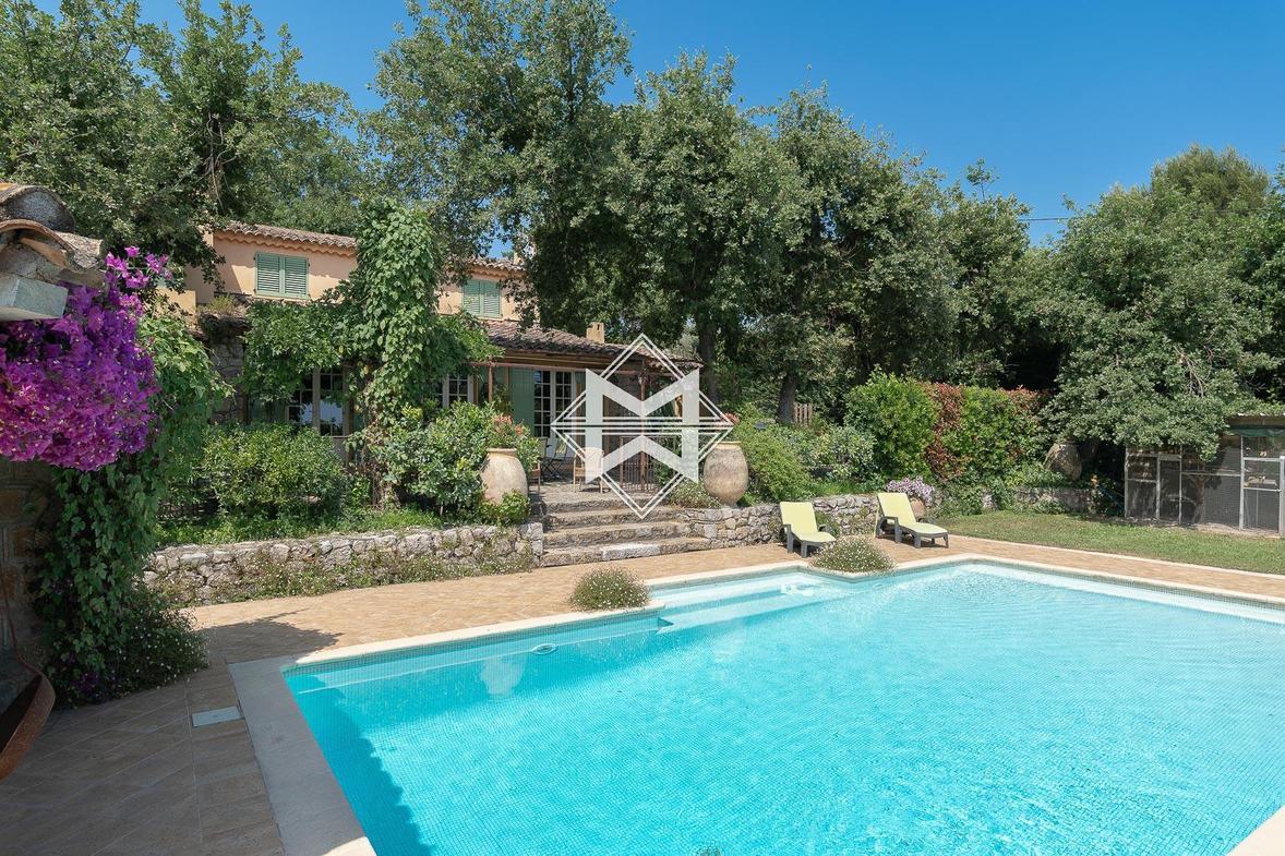Vente Maison De Luxe Grasse   790 000 €   220 M² intérieur Piscine Grasse