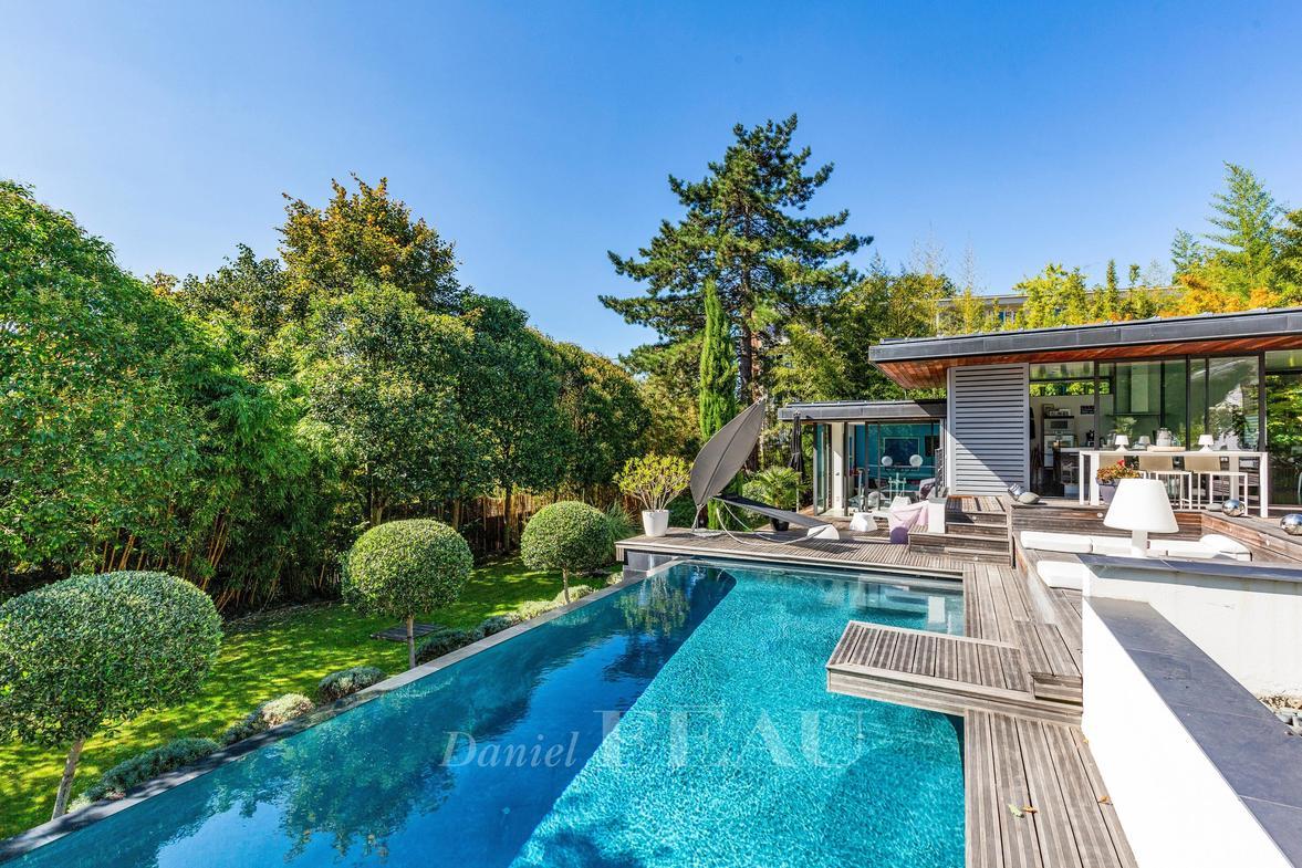 Vente Maison De Luxe Le Chesnay | 2 570 000 € | 342 M² serapportantà Piscine Du Chesnay