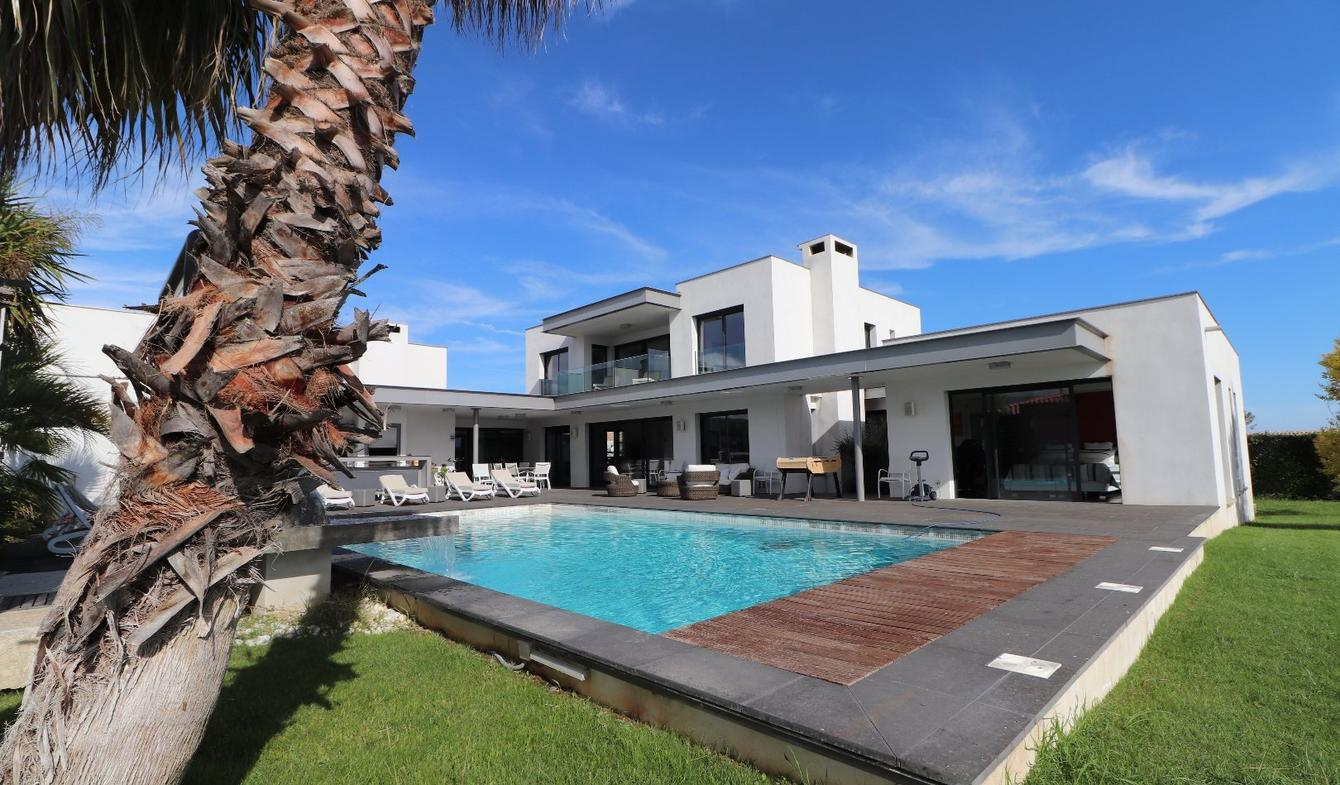 Vente Maison De Luxe Pezenas | 1 680 000 € | 380 M² serapportantà Piscine Pezenas