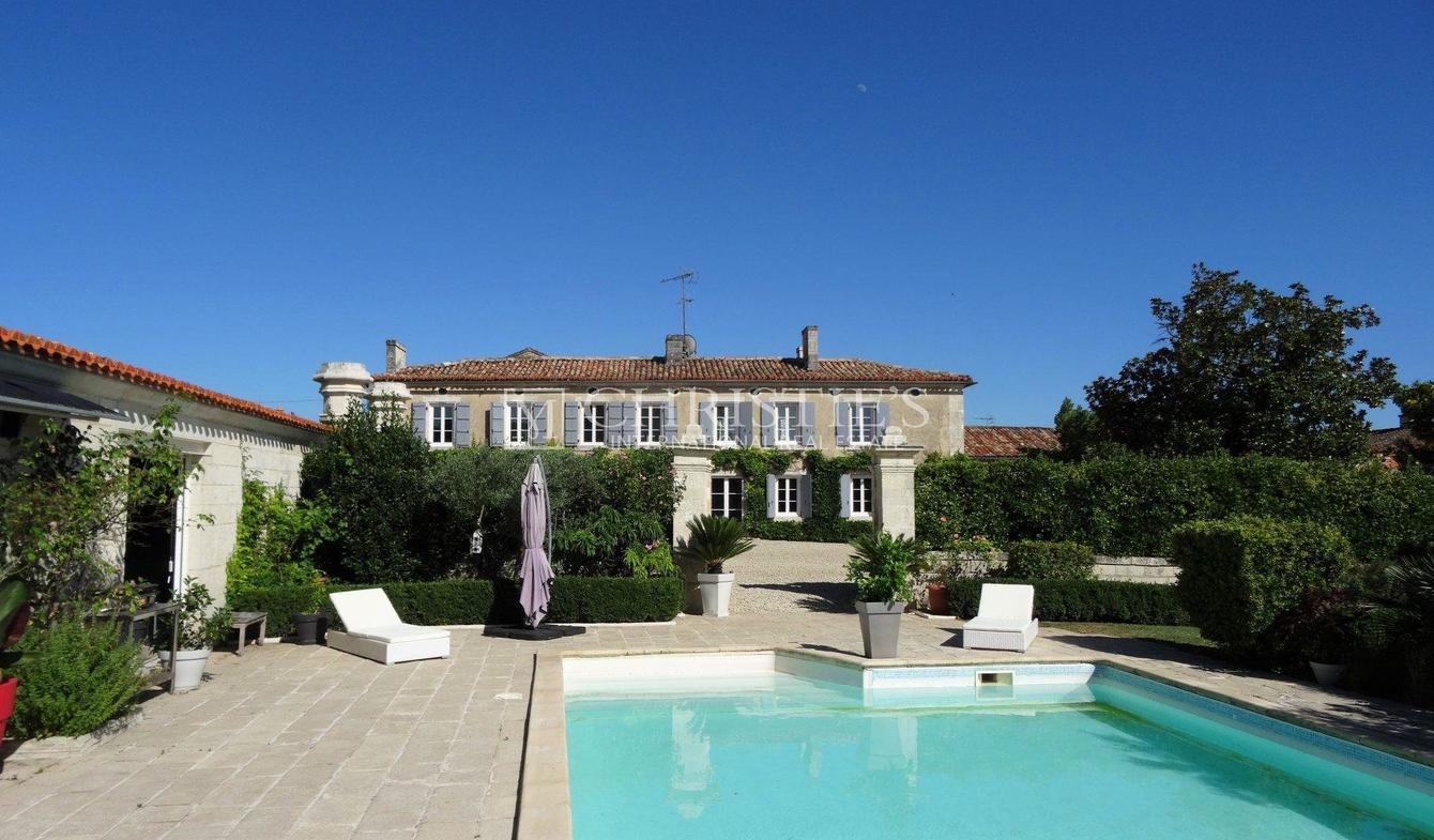 Vente Propriété De Luxe Angouleme | 720 800 € | 490 M² destiné Piscine Angouleme