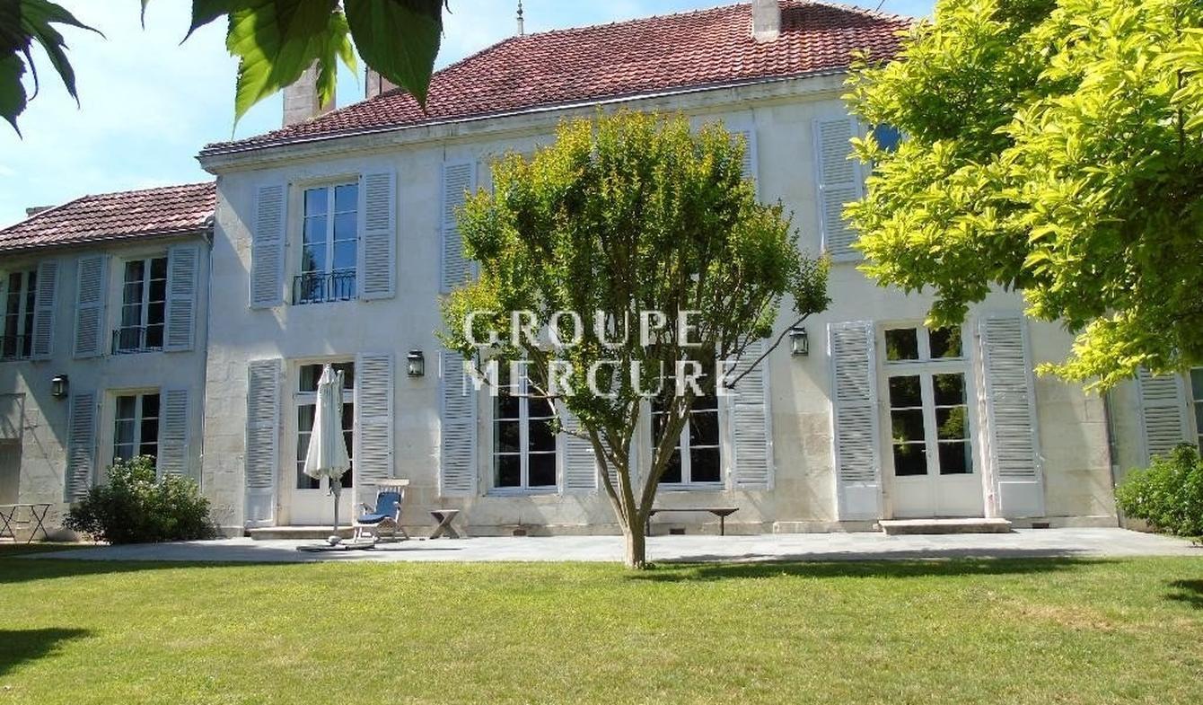 Vente Propriété De Luxe Chauvigny   850 000 €   485 M² intérieur Piscine Chauvigny