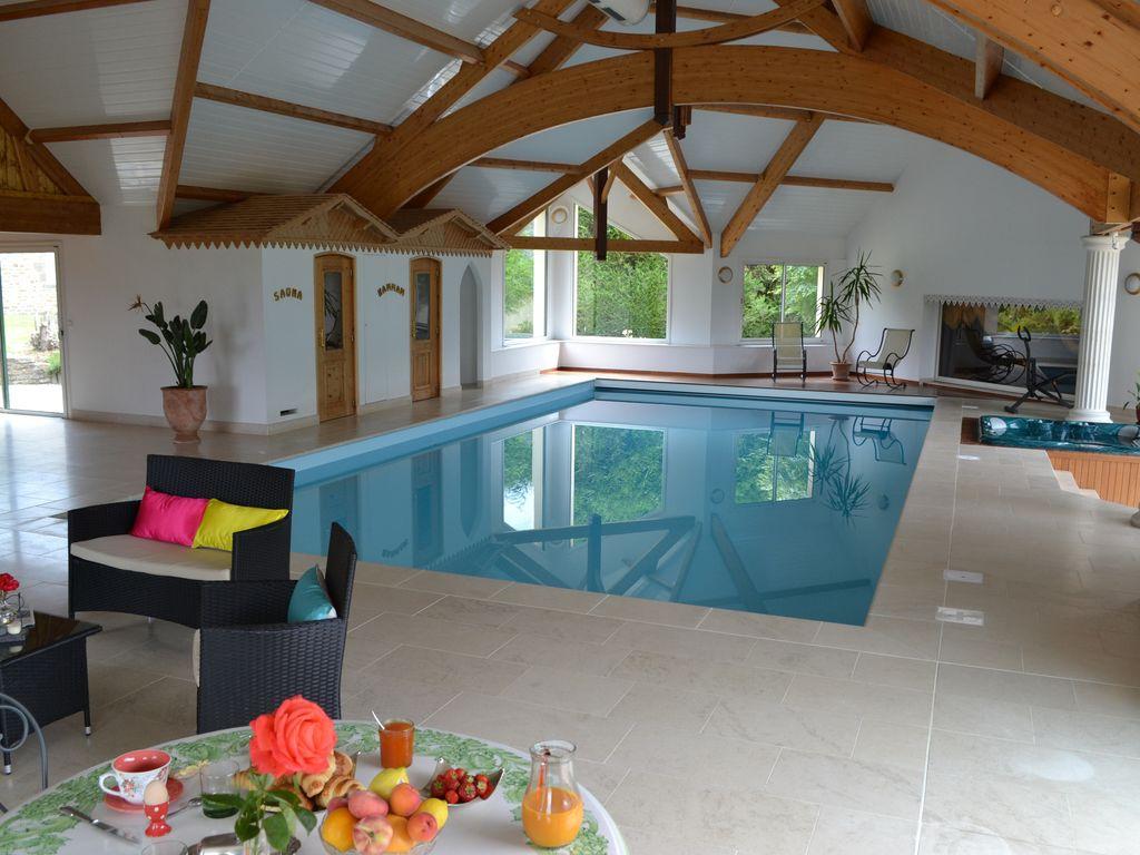 Villa Avec Grande Piscine Intérieure Privée, Spa, Sauna, Hammam Privés  Egalement - Chantrigné tout Location Avec Piscine Intérieure Chauffée Privée