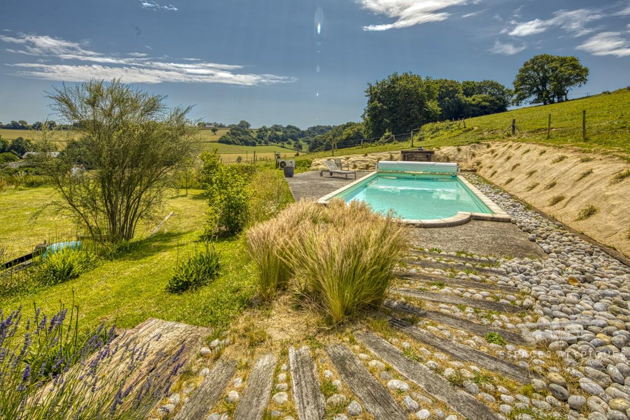 Villa D'architecte Ossature Bois Avec Piscine Proche De La ... serapportantà Piscine A Proximité
