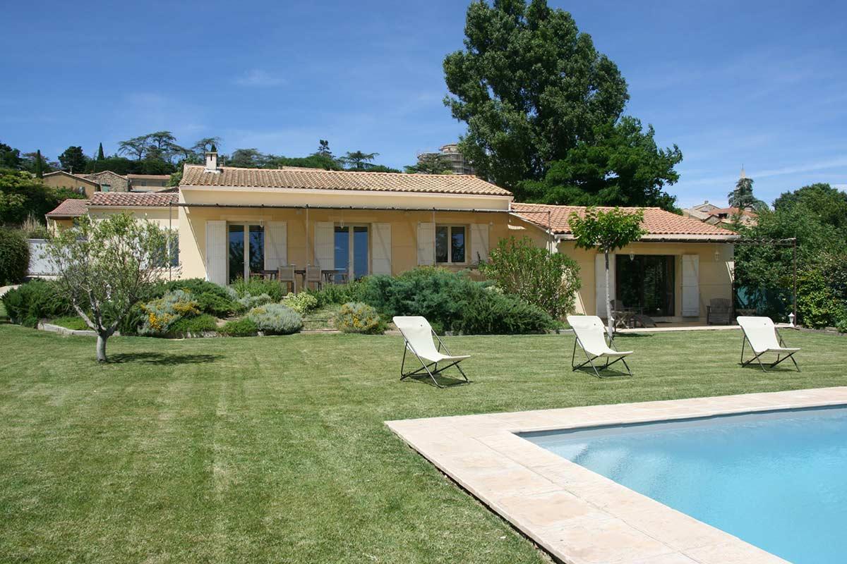 Villa De Plain-Pied En Excellent État Avec Piscine Chauffée ... destiné Maison Avec Piscine A Vendre