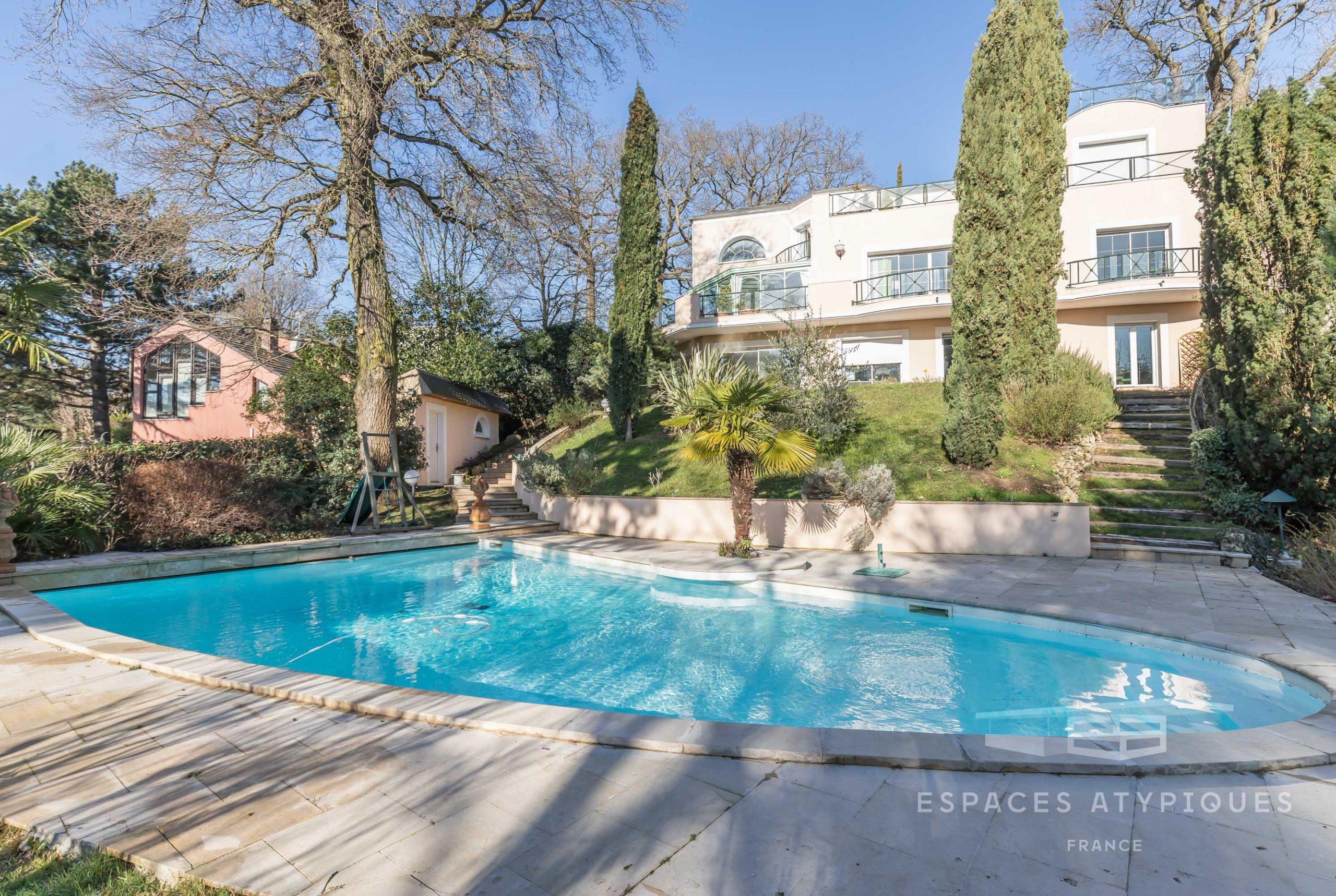 Villa Mixte Avec Terrasses, Jardin, Piscine Et Vue À Le ... destiné Piscine Plessis Robinson