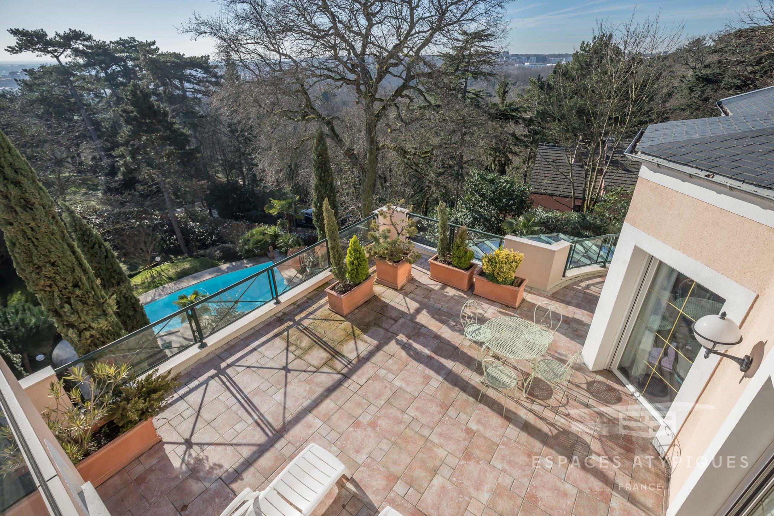 Villa Mixte Avec Terrasses, Jardin, Piscine Et Vue À Le ... encequiconcerne Piscine Plessis Robinson