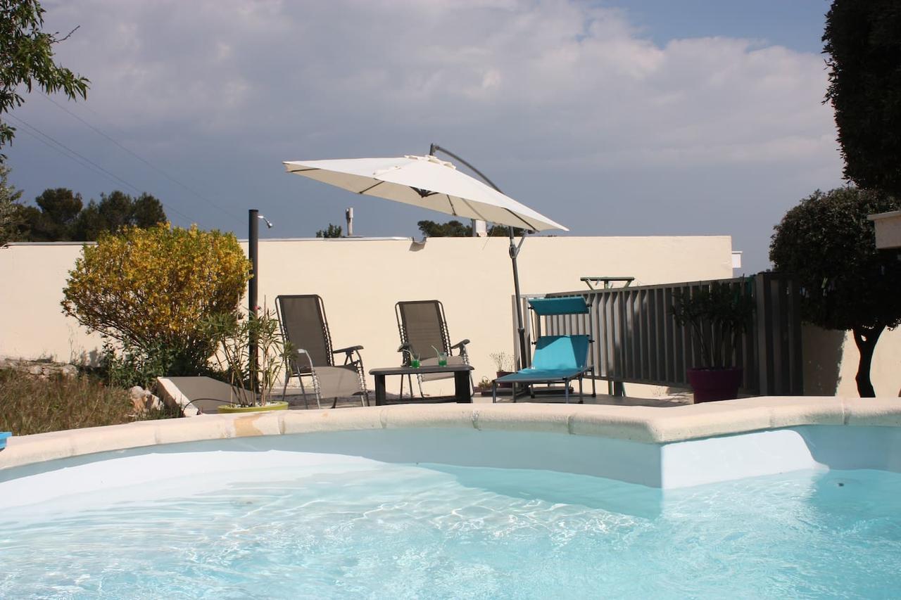 Villa Piscine 8-10 Couchages, Carnoux, France - Booking pour Cash Piscine Toulon