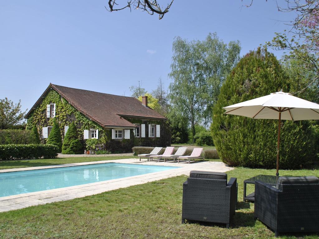 Villa Piscine Bourgogne 6 Pers - Villa À Charrin Dans La ... encequiconcerne Rustine Pour Piscine