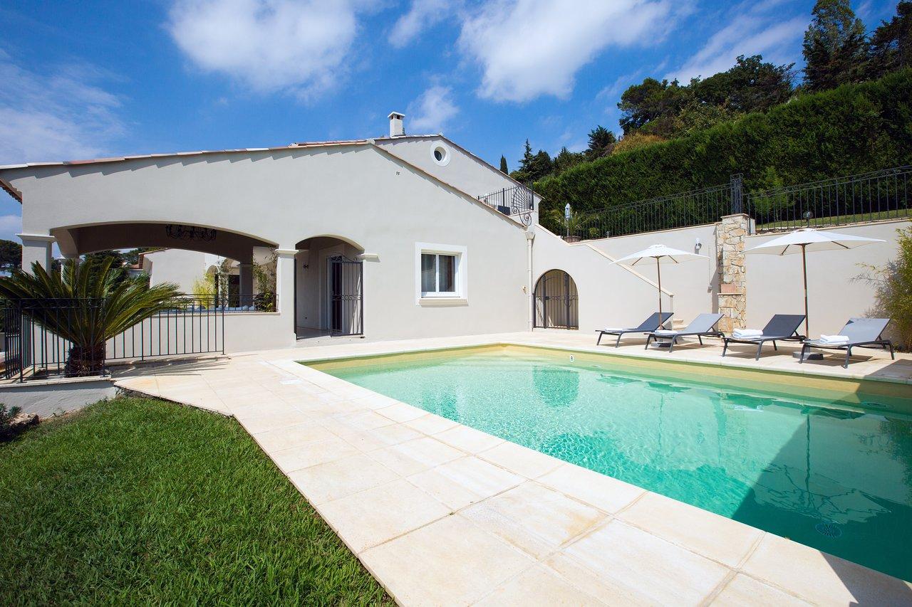 Villa Stephanie $101 ($̶1̶1̶2̶) - Prices & Guest House ... encequiconcerne Piscine Campelières