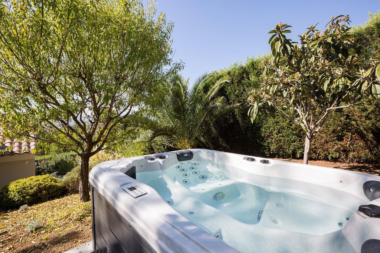 Villa Stephanie $91 ($̶1̶0̶0̶) - Prices & Guest House ... à Piscine Campelières