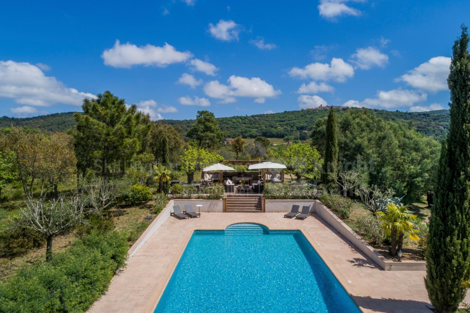 Villa With Pool For Sale In Gassin, Janssens Immobilier Provence concernant Hotel Avec Piscine Ile De France