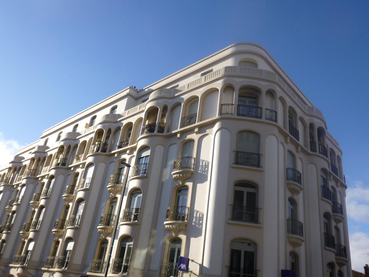 Visite Des Plus Beaux Immeubles Clermontois Et Plongeon ... dedans Piscine Coubertin Clermont