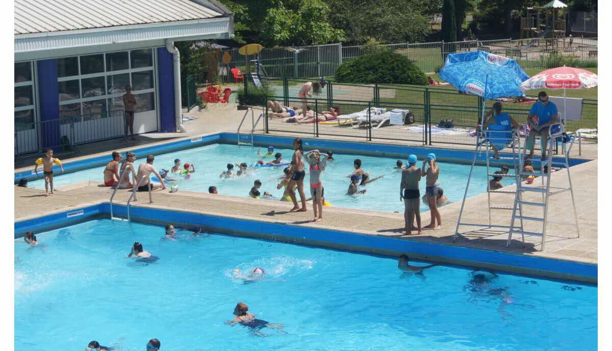 Voiron | La Piscine Des Dauphins Du Parc Est Ouverte Tous ... concernant Piscine Les Dauphins
