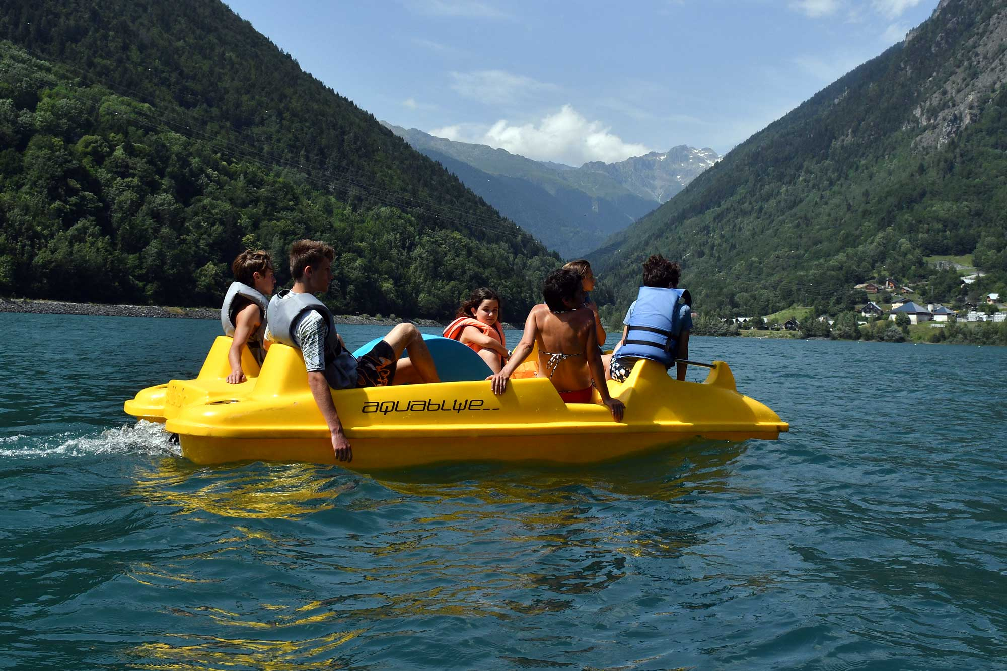 Water Activities In The Alps In The Mountains In Summer In ... serapportantà Piscine Vaujany