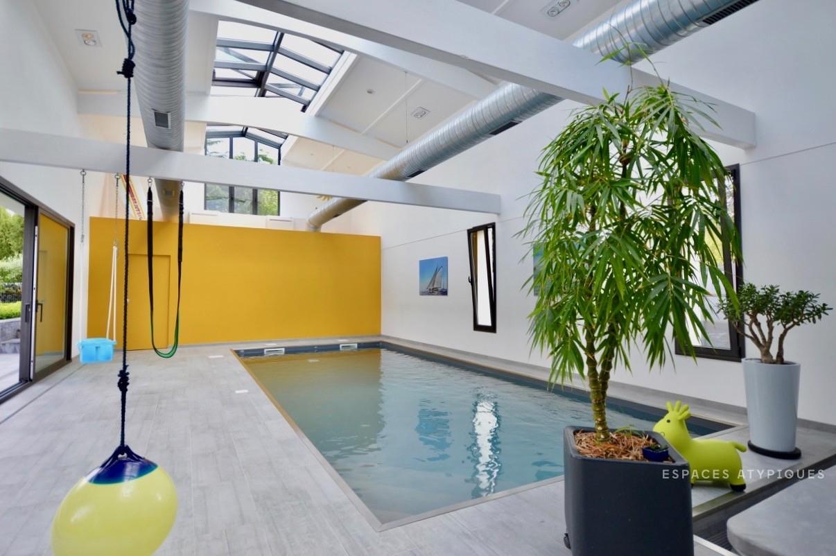 Yvrac : Maison Esprit Loft Avec Piscine Intérieure - Agence ... à Location Maison Avec Piscine Intérieure