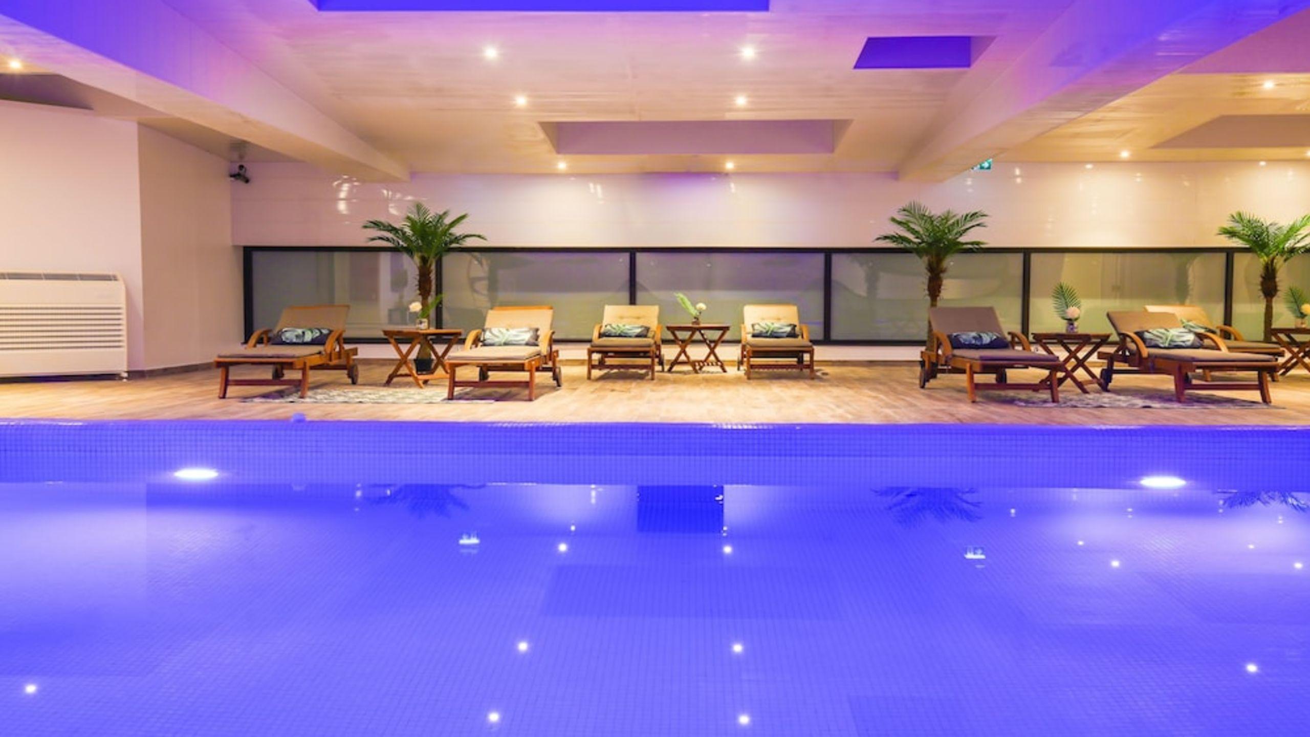 Zenia Hotel & Spa | Etstur destiné Piscine Cambrai