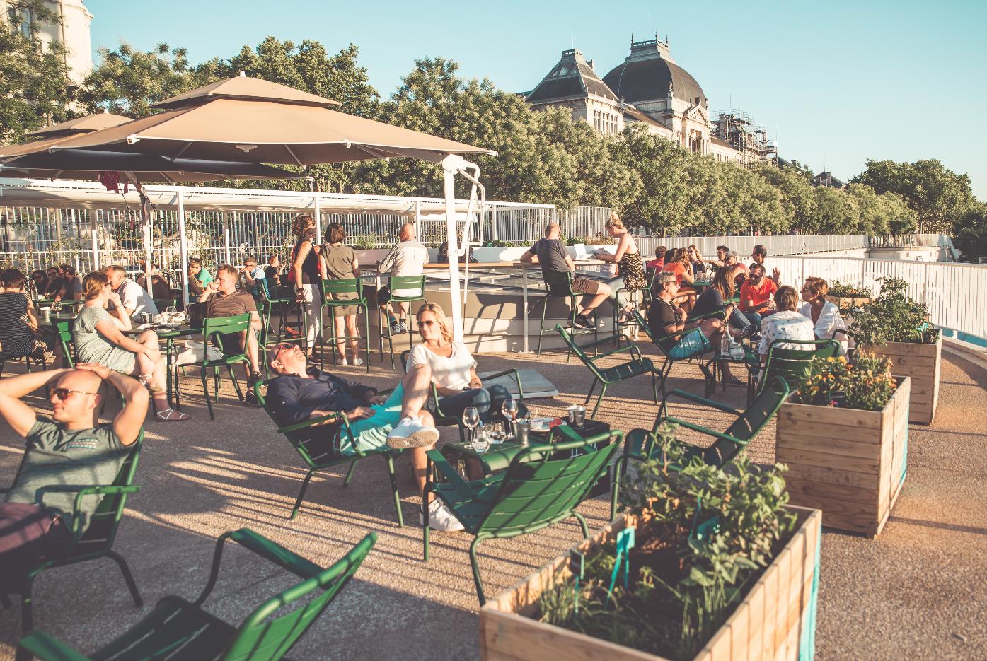 À La Piscine, Bar-Restaurant Avec Terrasse À Lyon - Heure ... tout Piscine Lyon 7