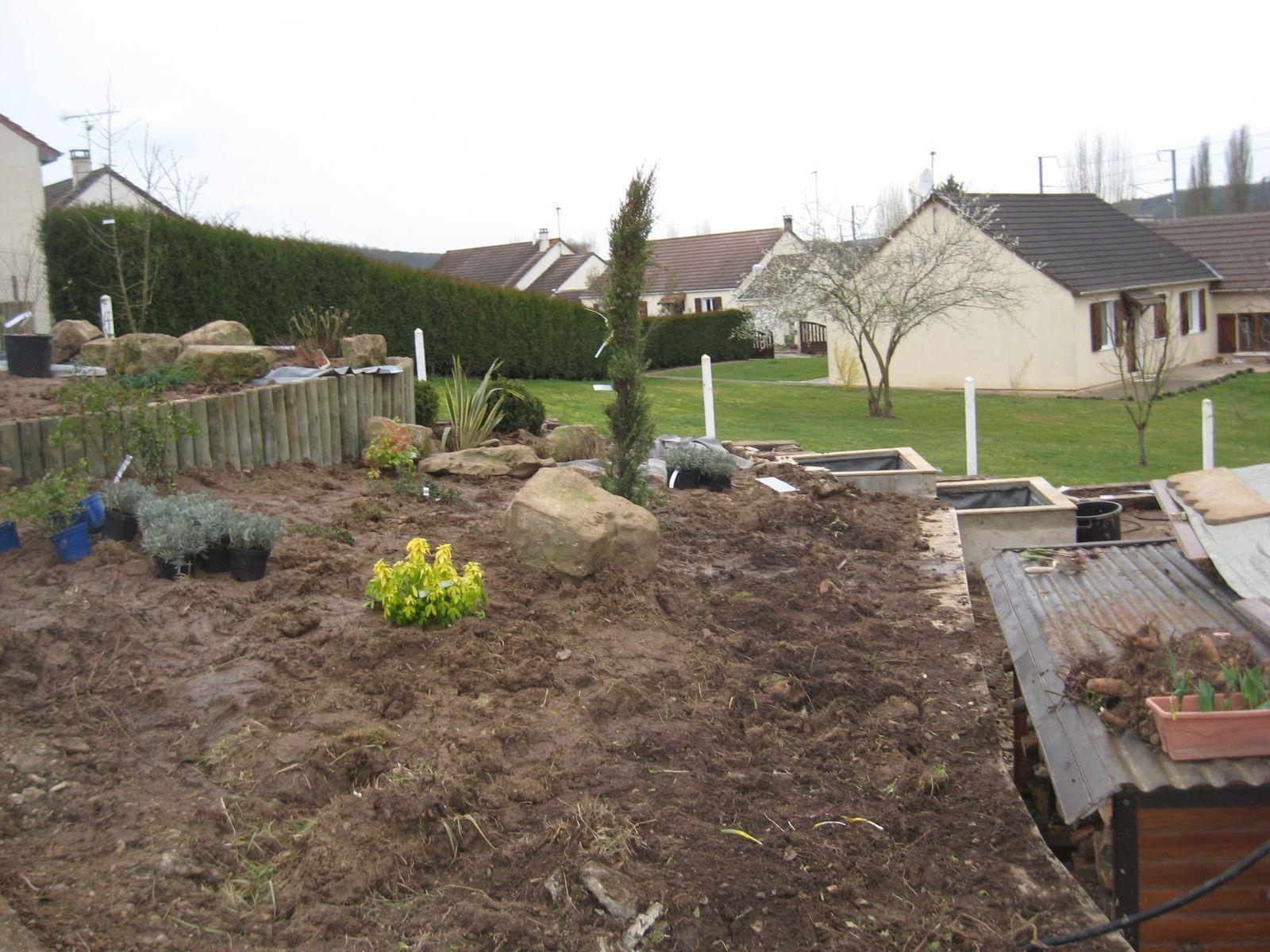 Album - Amenagement-D-Une-Rocaille-En-Pente-Avec-Des-Rondins ... intérieur Amanagement Jardin En Pente