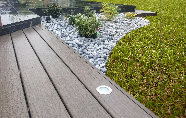 Aménagement Paysager Avec Terrasse En Bois Composite Fiberon ... avec Terrasse Bois Composite