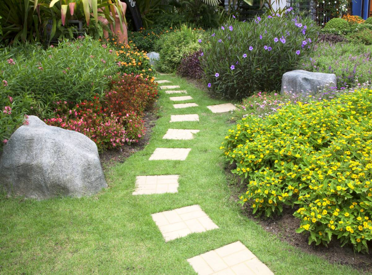 Aménager Un Jardin À L'abri Des Regards : Quelques Astuces À ... destiné Amenager Jardin Rectangulaire