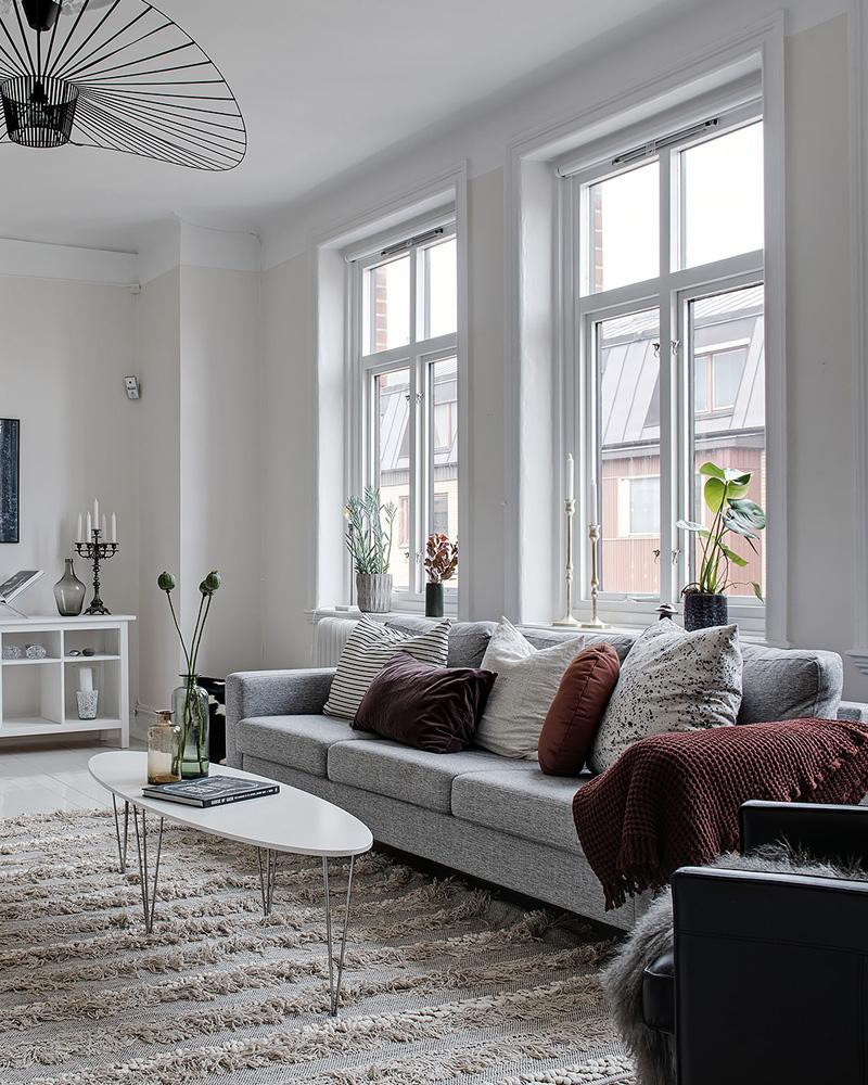 Comment Décorer Votre Salon Avec Le Gris Et Le Blanc ... intérieur Salon Gris Et Blanc