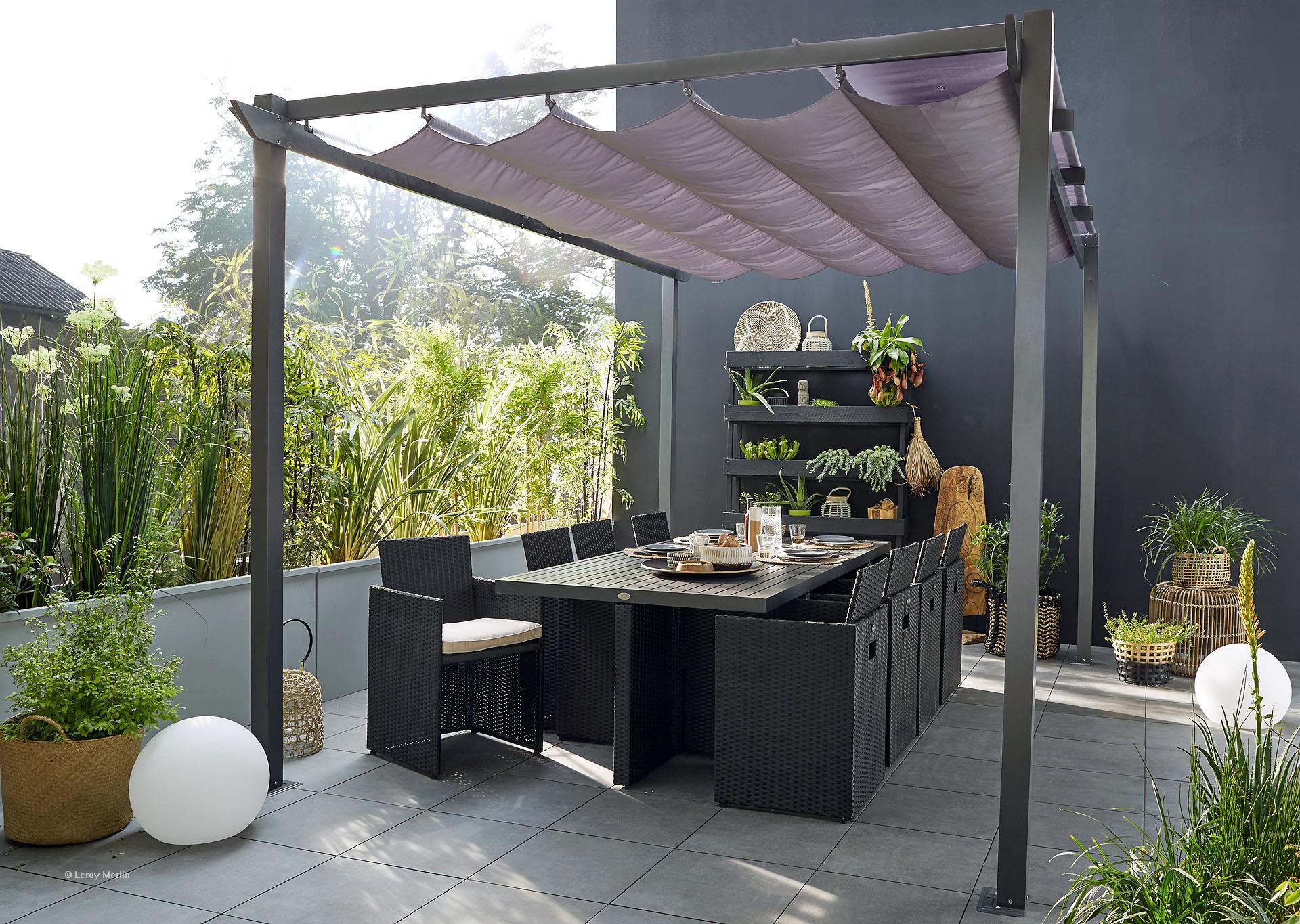 Comment Installer Des Plantes En Bac Sur Sa Terrasse concernant Amanager Un Petit Jardin
