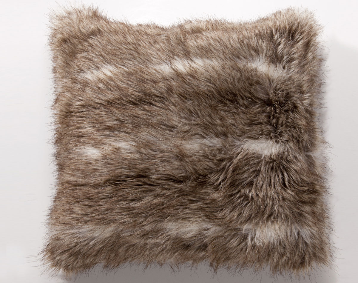 Coussin Imitation Fourrure Aspect Loup | Becquet pour Housse De Coussin Fourrure