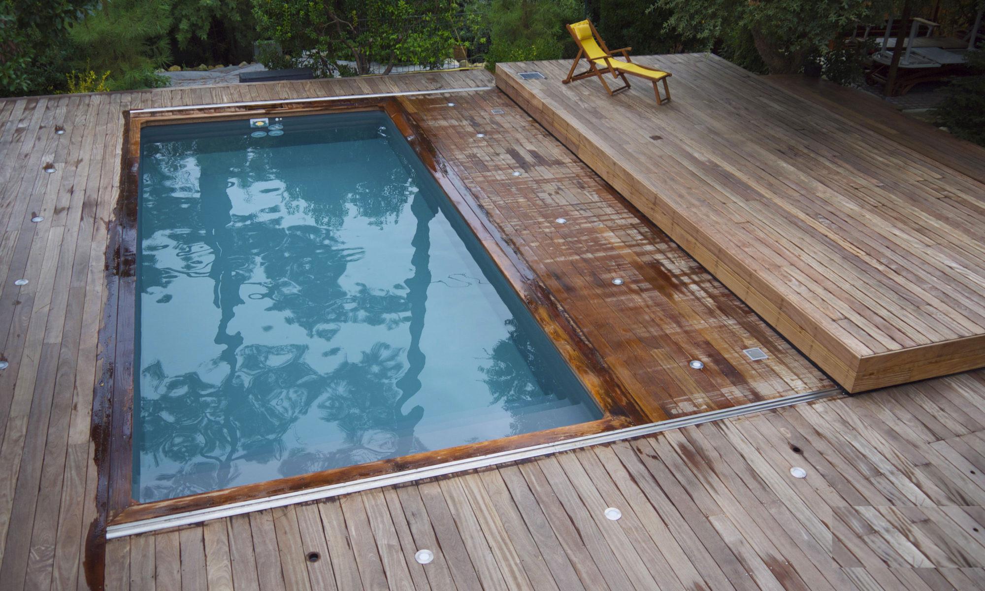 Couverture Piscine Avec Terrasse | Fabricant Volet Roulant ... tout Piscine Bois Composite
