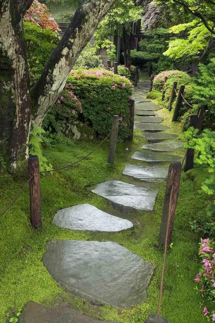 Couvresol #jardines #plantes #jardin #dalles #pierre #mousse ... pour Allae De Jardin