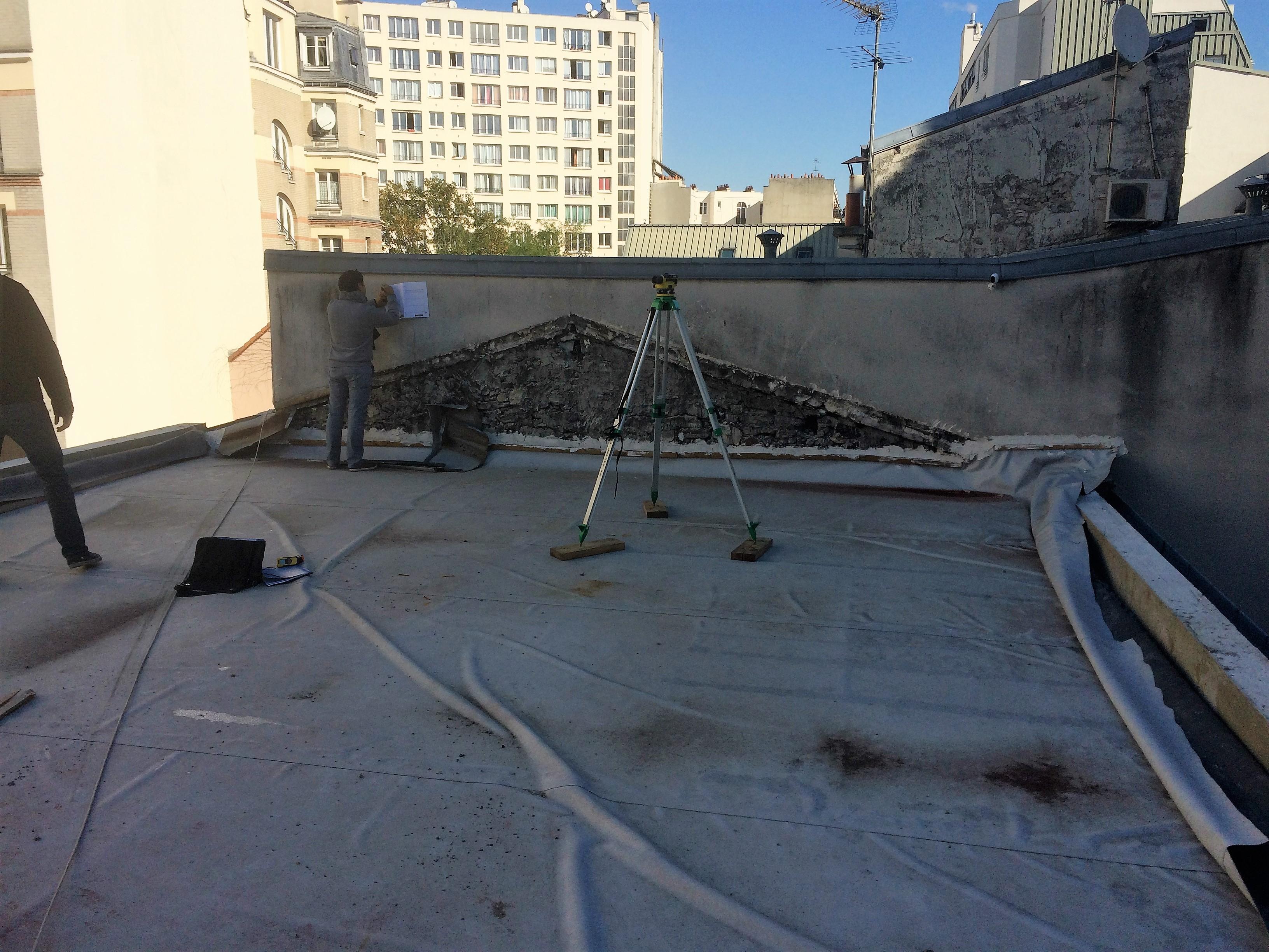 Création D'une Terrasse Sur Le Toit D'un Immeuble Parisien ... intérieur Acces Toit Terrasse
