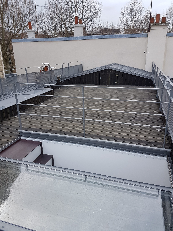 Création D'une Terrasse Sur Le Toit D'un Immeuble Parisien ... serapportantà Acces Toit Terrasse