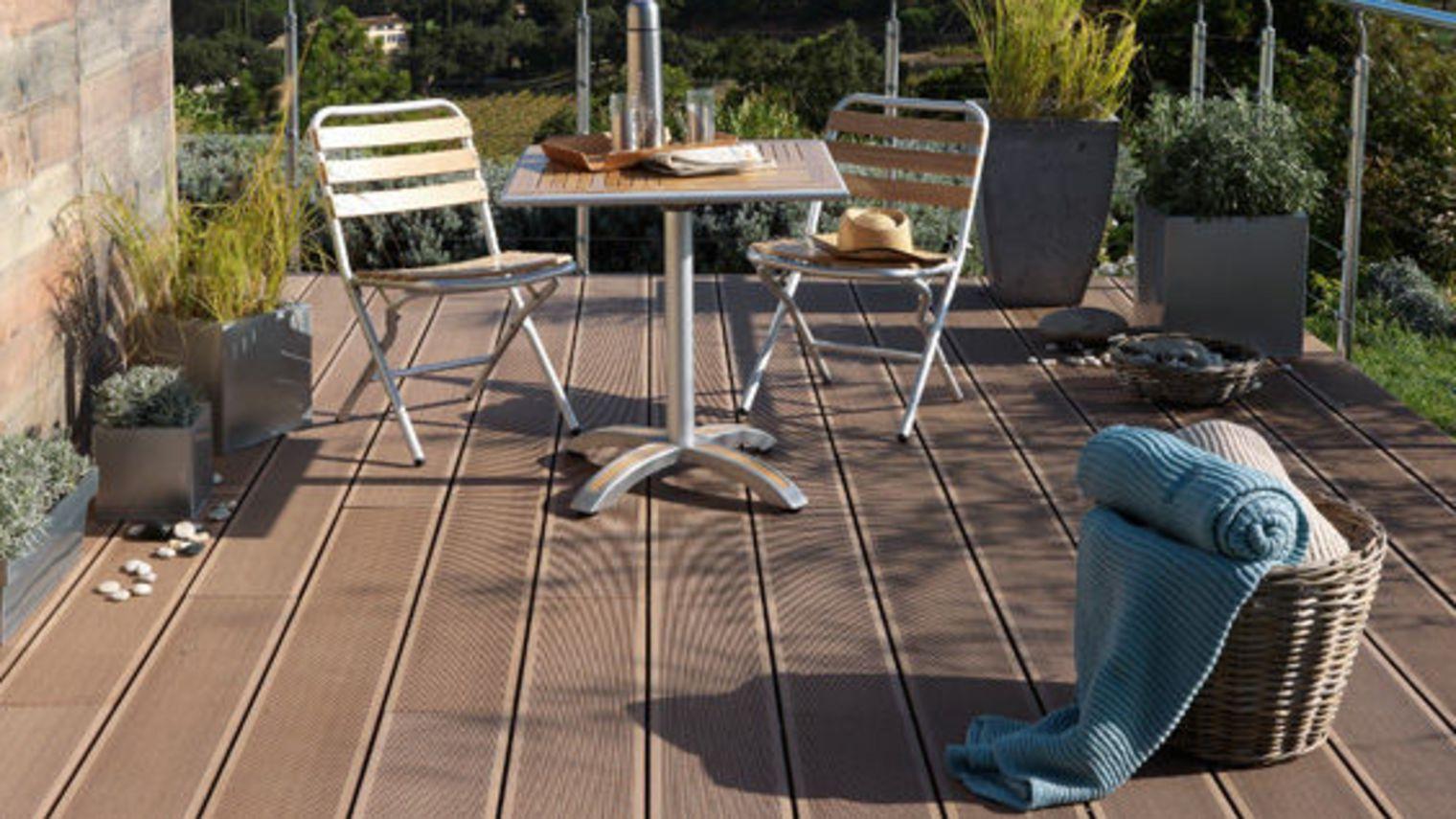 Cuisine: Nivrem = Terrasse Bois Sur Carrelage Diverses Idã ... intérieur Bois Pour Terrasse Piscine