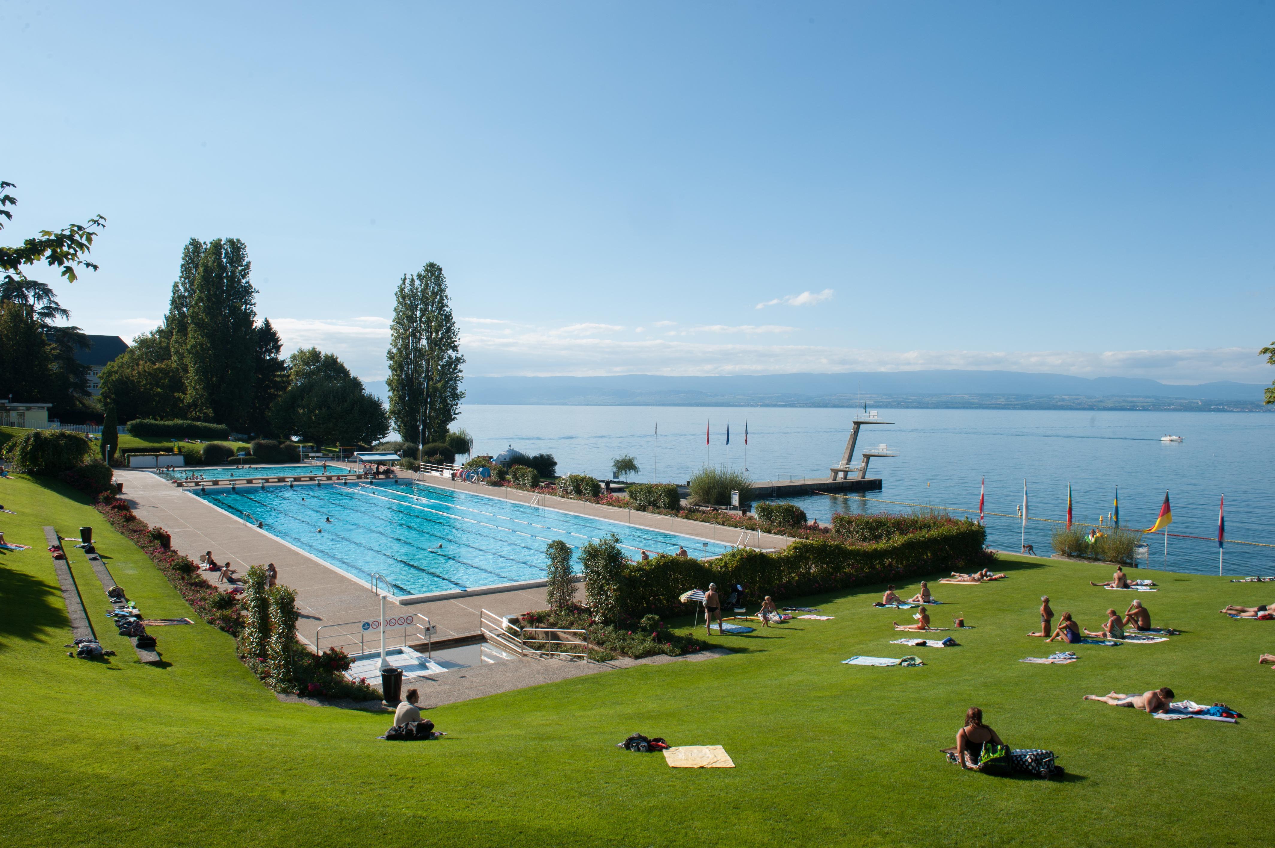 Evian Swimming Pool avec Piscine Evian