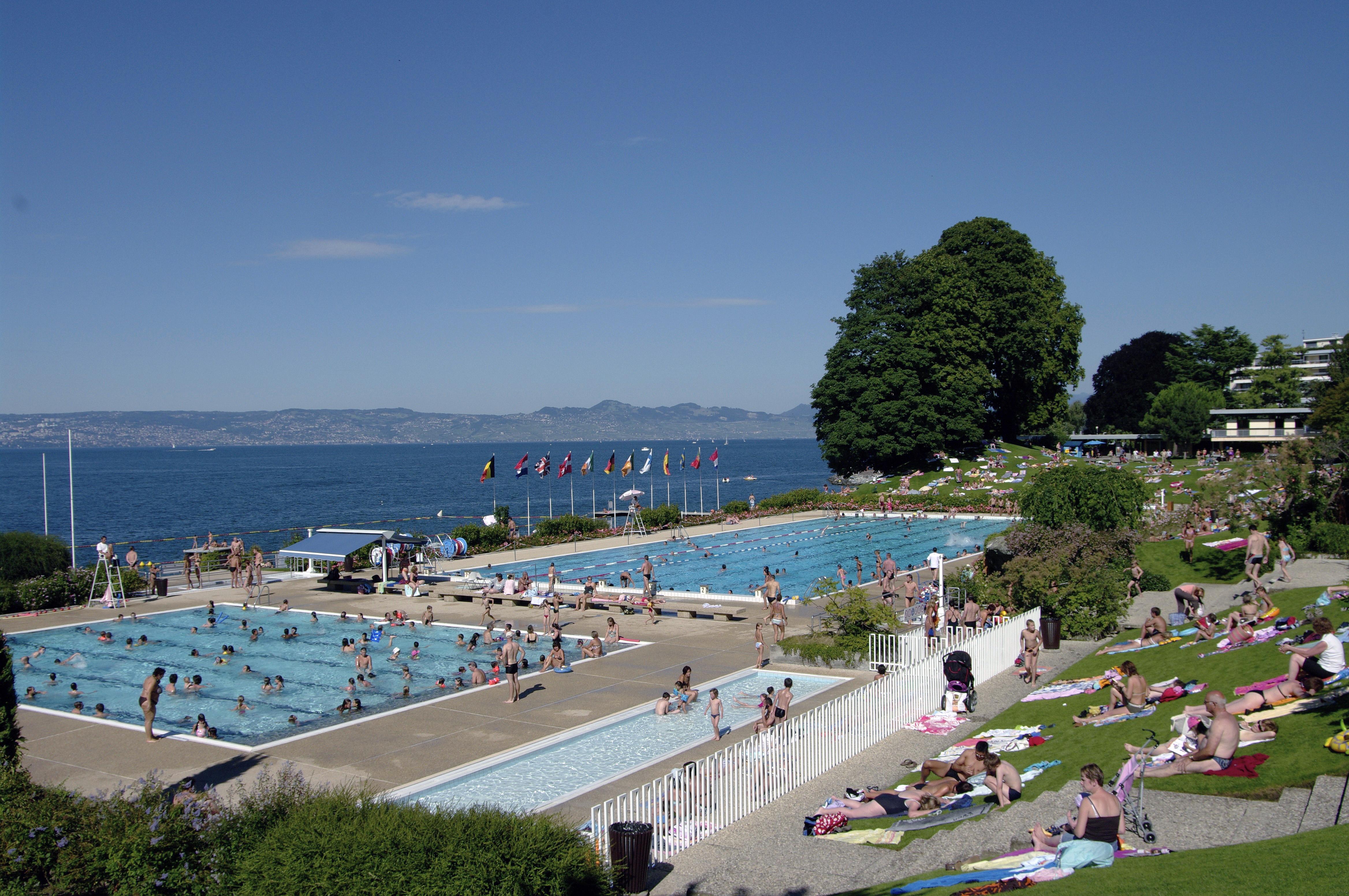 Evian Swimming Pool intérieur Piscine Evian