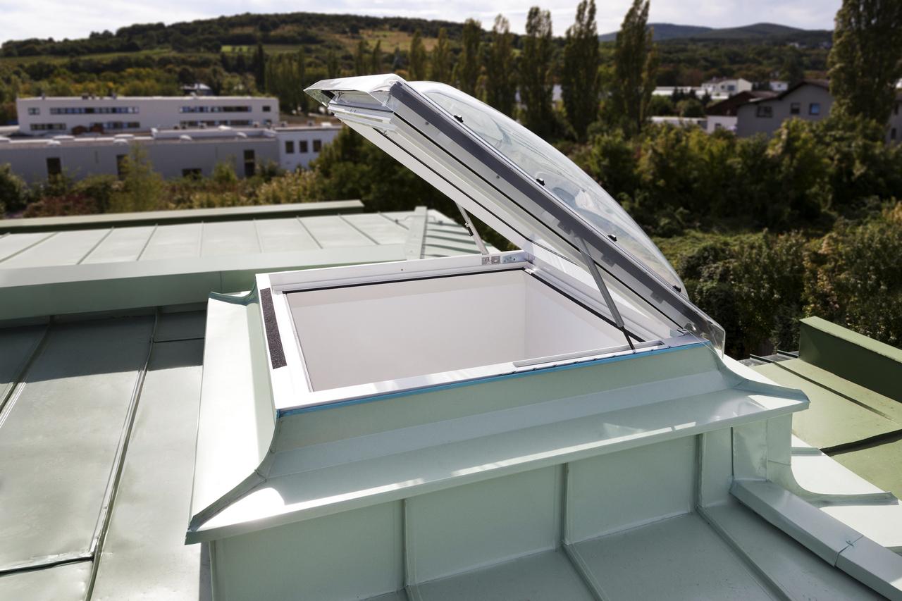 Fenêtre-Coupole Accès Toiture Pour Toit Plat Velux destiné Acces Toit Terrasse