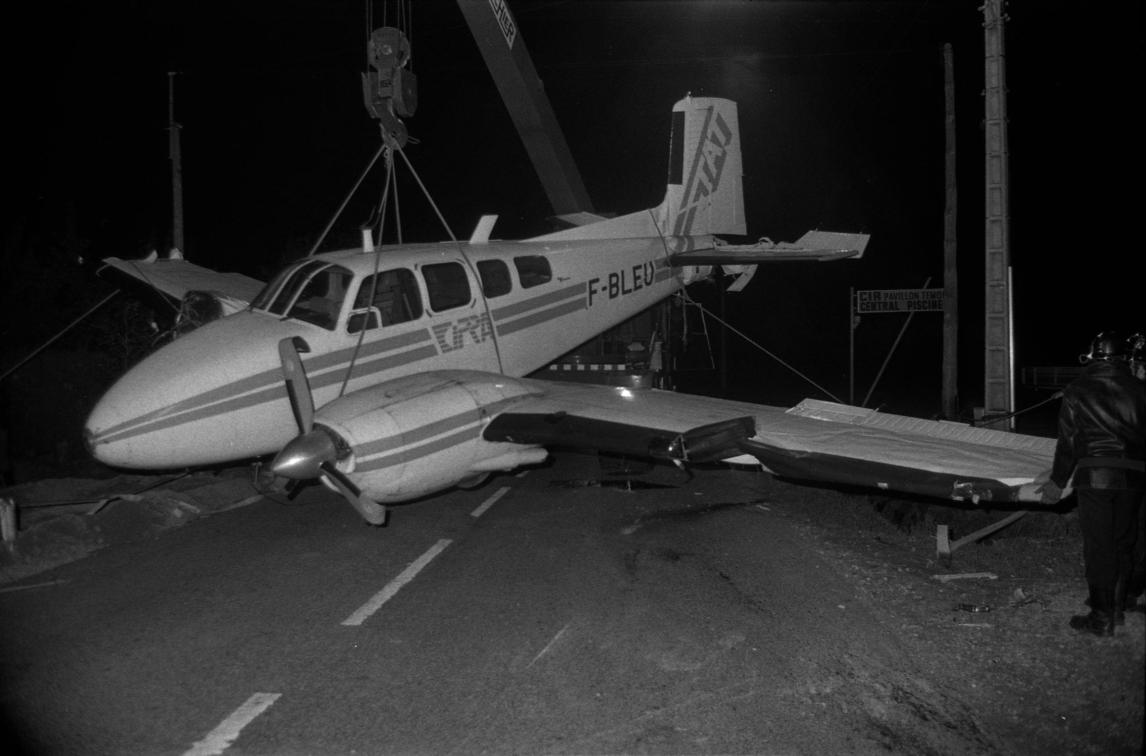 File:nuit Du 3 Au 4.10.78 Un Avion Atterrit Sur La Route De ... serapportantà Piscine Labege
