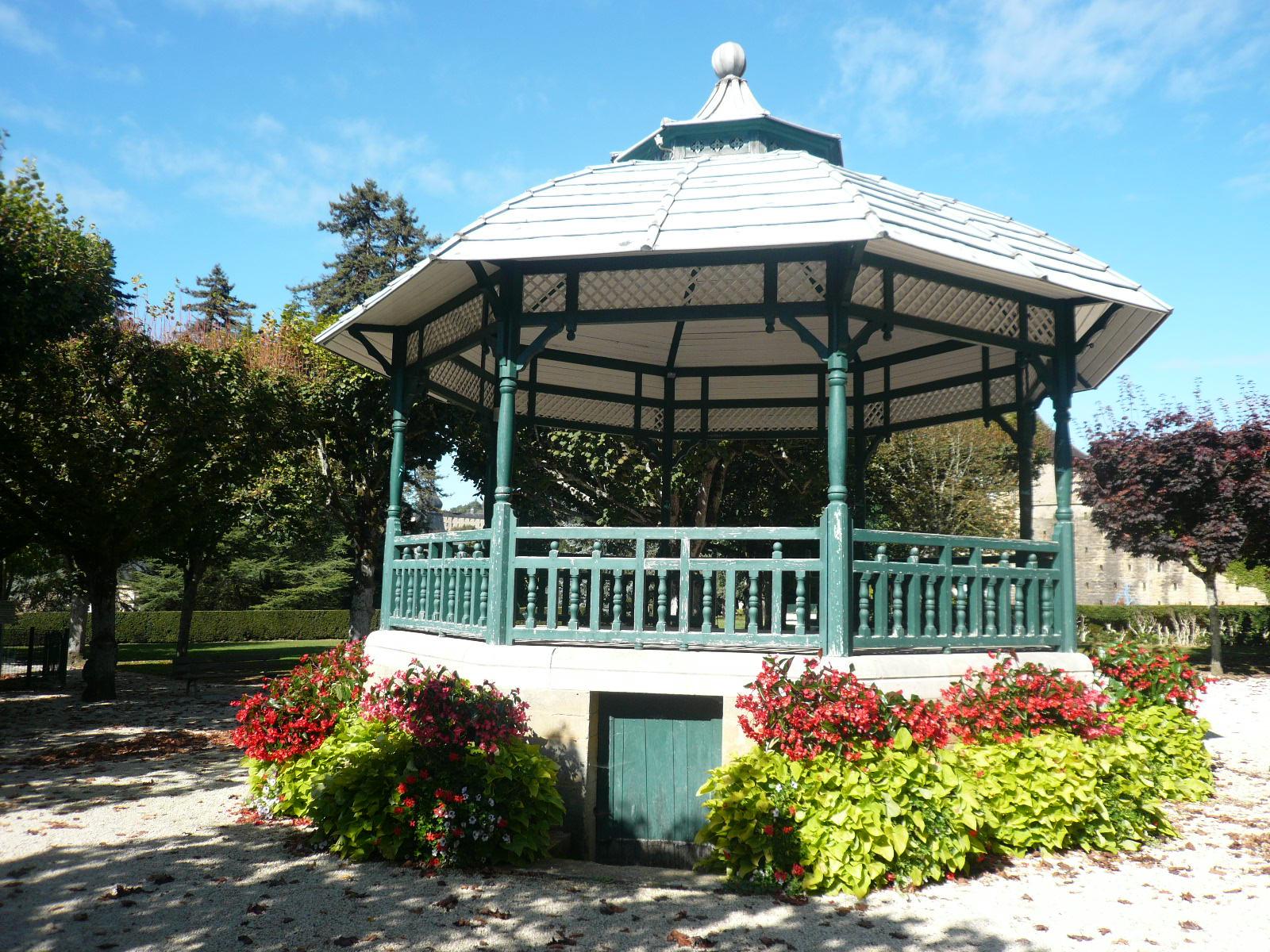 File:p1070119 Kiosque Jardin Public Du Plantier Sarlat.jpg ... destiné Abri De Jardin Original