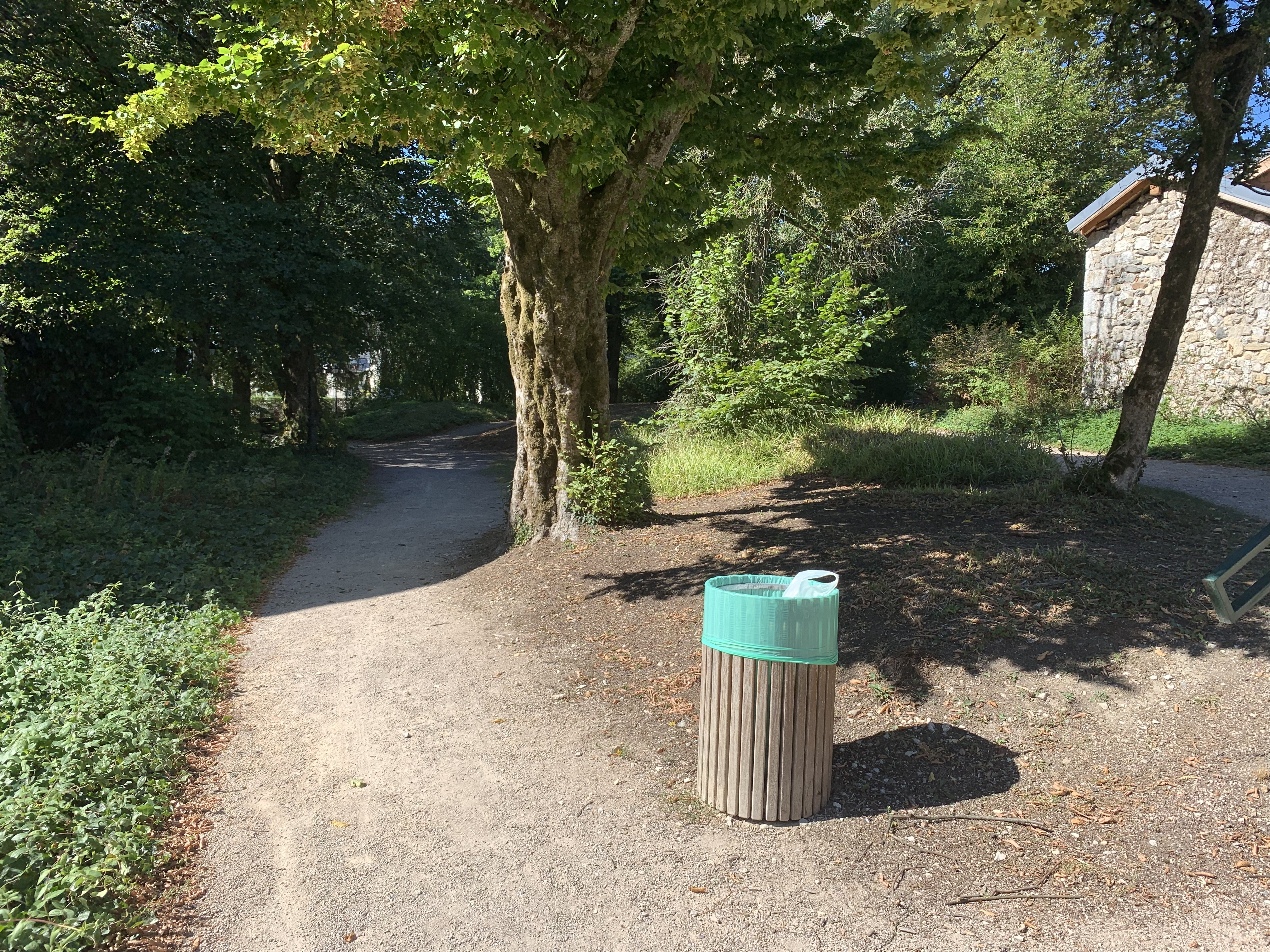 File:une Allée Du Jardin Jean-Pierre Camus (Belley).jpg … à Allee De Jardin