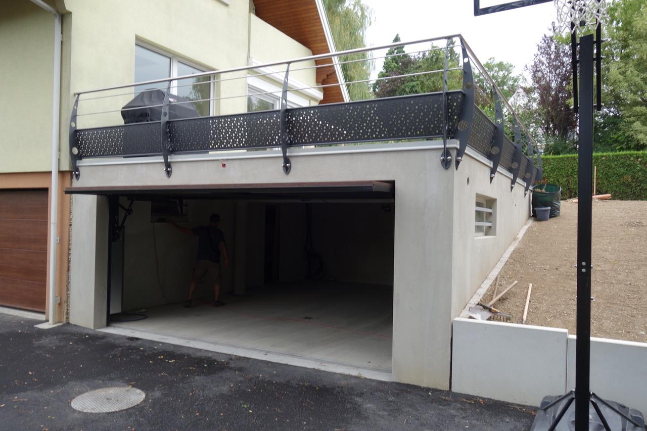 Garage Avec Toit Terrasse À Morschwiller-Le-Bas - Gallitelli ... intérieur Acces Toit Terrasse