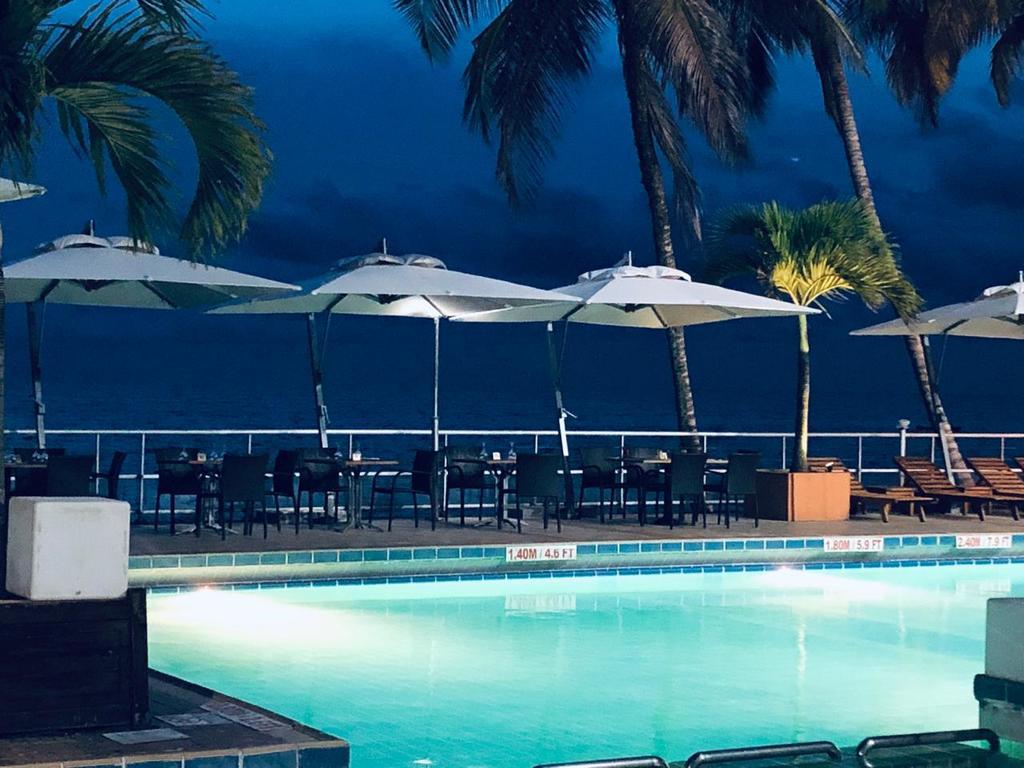 Hotel Rendama (Gabon Libreville) - Booking intérieur Piscine Geant Casino