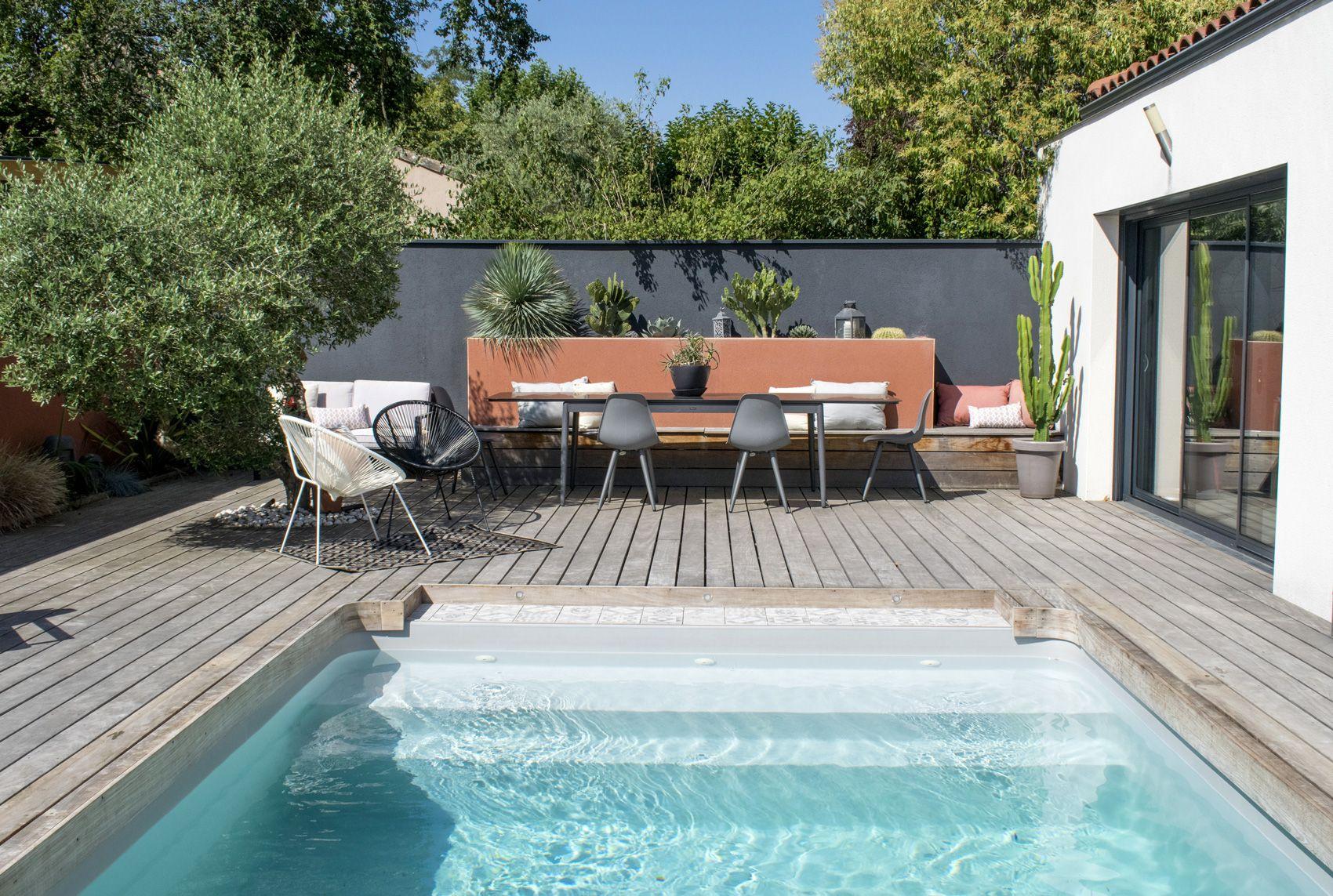 Jardin Avec Piscine Et Terrasse En Bois Exotique Olivier Et ... tout Terrasse Avec Piscine