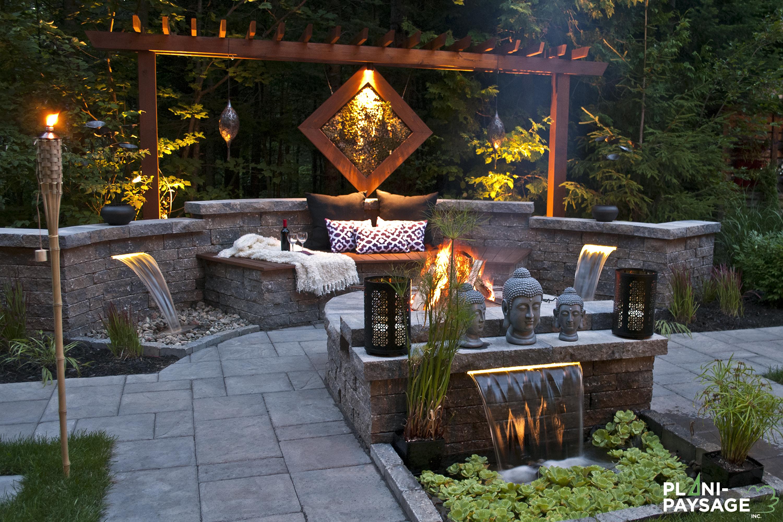 Jardin Zen De Méditation, Dans Une Cour De Banlieue à Decoration Jardin Zen Exterieur