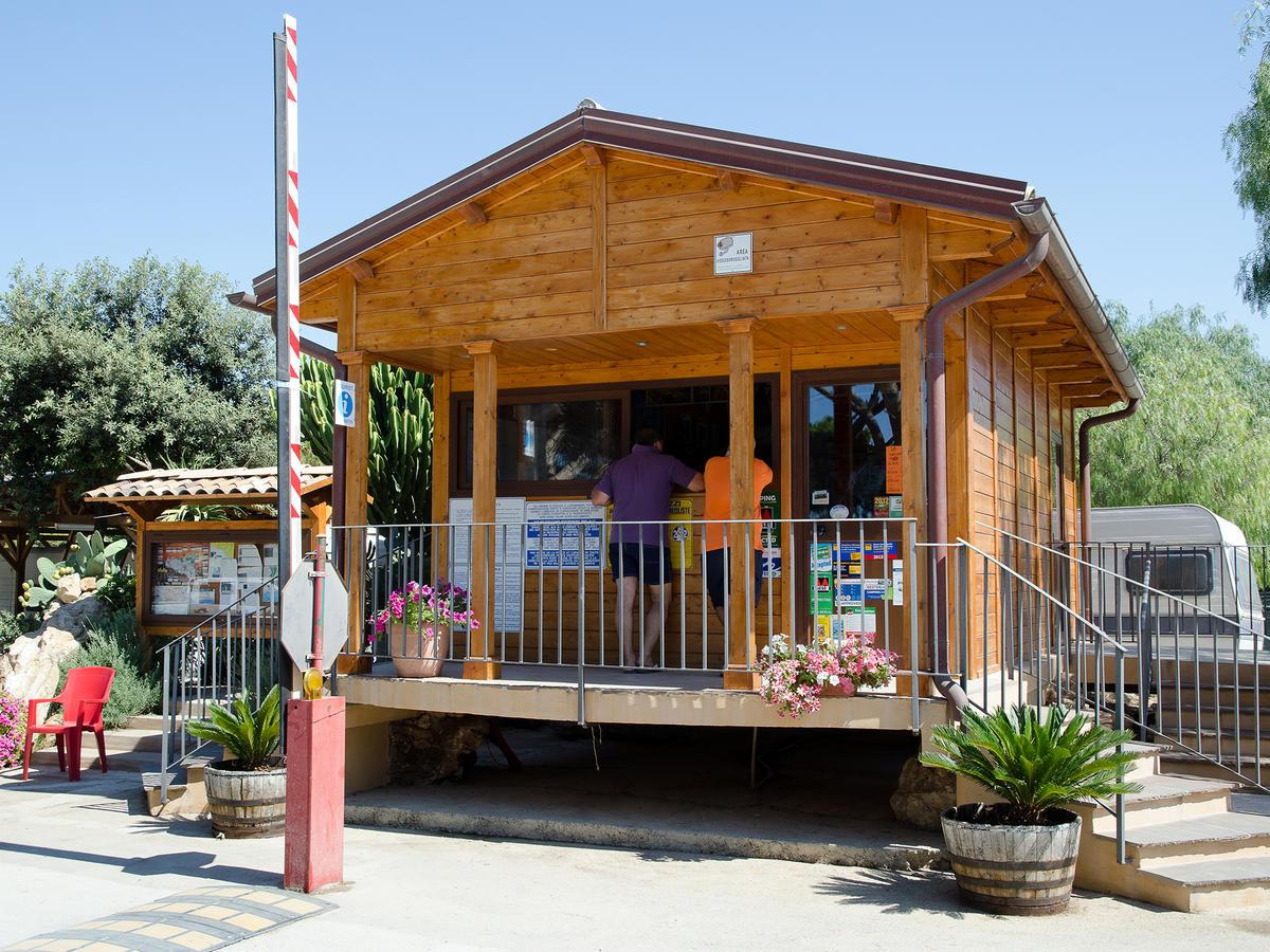 Kamemi Village & Camping (İtalya Ribera) - Booking serapportantà Terrasse En Cailloux