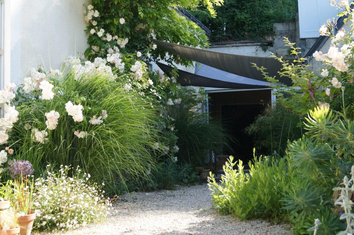 L'aménagement D'une Cour De Ferme En Jardin De Gravier destiné Amanagement De Cour
